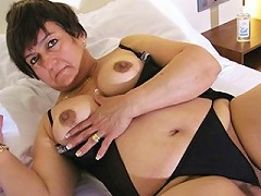 Mature slut playing with herself on bed