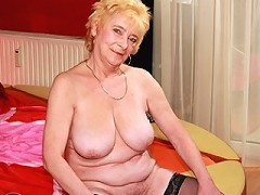 This mature lady loves to play in the buff