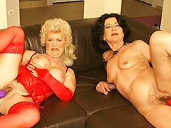 Two mature slut masturbating together on the couch